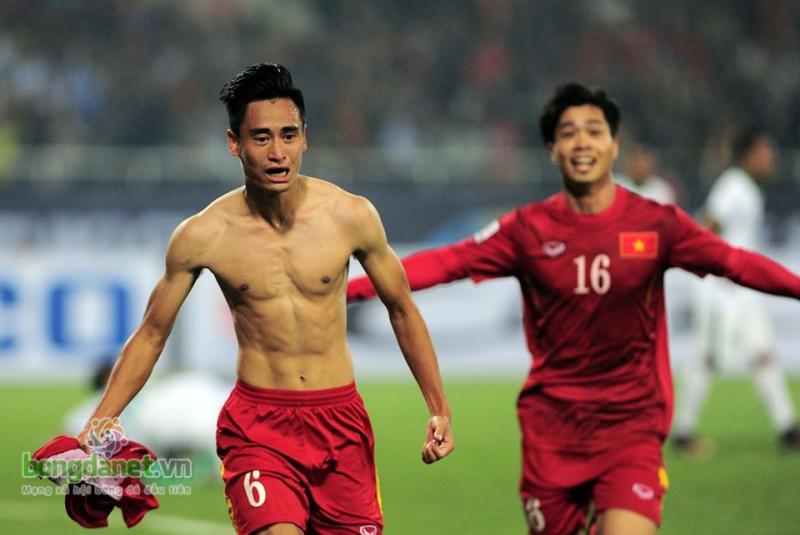 Khoảnh khắc đầy xúc động khi Vũ Minh Tuấn ghi bàn thắng vô cùng tuyệt vời!