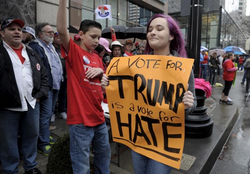 Donald Trump luôn được truyền thông quan tâm và là tâm điểm của nhiều chỉ trích vì các phát ngôn gây sốc khi tranh cử