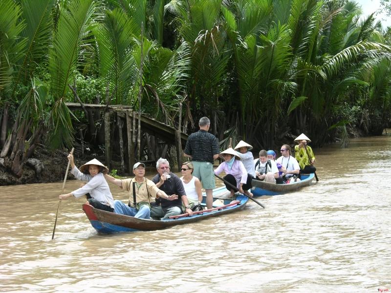 Chèo thuyền loại hình thu hút du khách tham gia