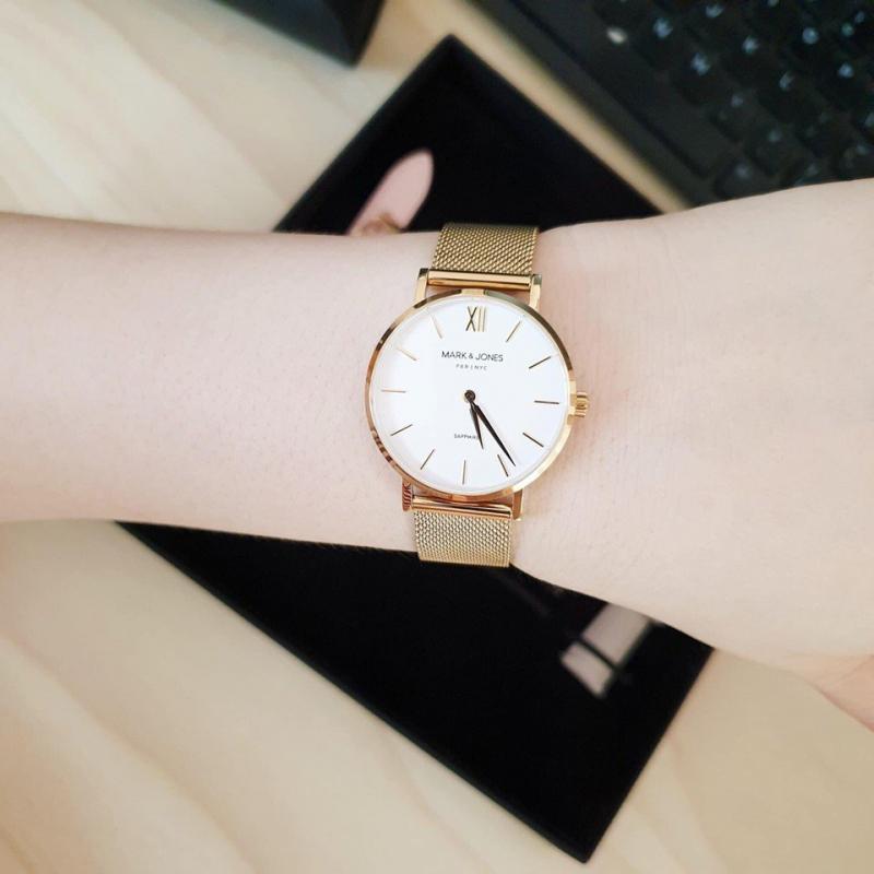 Đồng hồ thời trang là món quà yêu thích của nhiều bạn trẻ