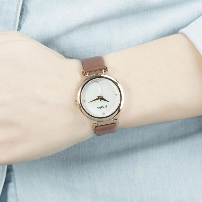 Đồng hồ dành cho những bạn nữ yêu thích sự tối giản.