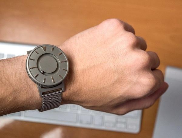 Đồng hồ Bradley dành cho người mù