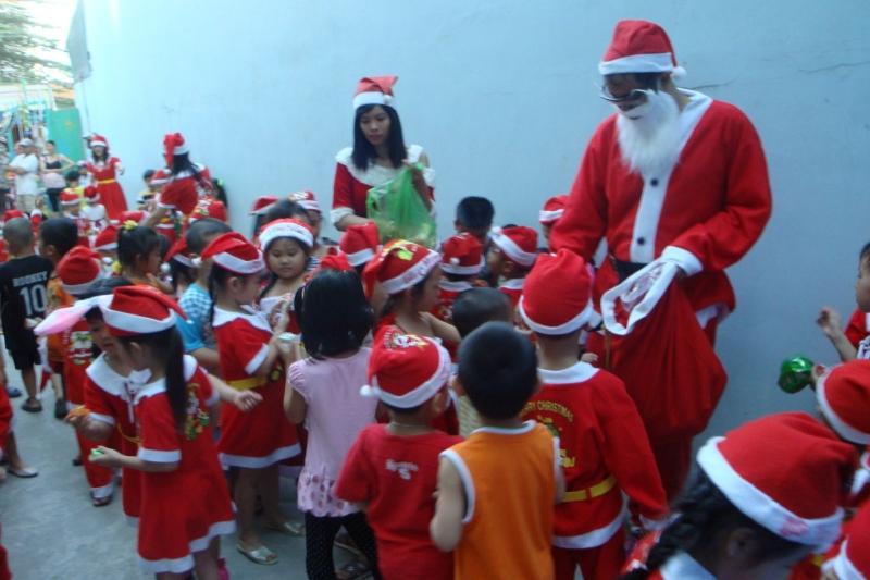 Việc làm thêm giáng sinh phổ biến là đống giả ông già Noel