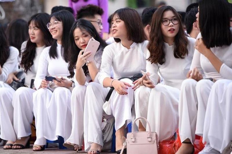 Áo dài - đồng phục truyền thống học sinh Việt Nam
