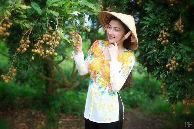 Vẻ đẹp chân quê của hoa khôi Tân Hạnh