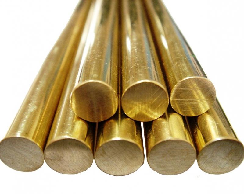 Với giá thành rẻ và độ lấp lánh sáng bóng như vàng nên đồng thau thường được dùng để chế tạo các đồ trang sức có giá trị thấp.