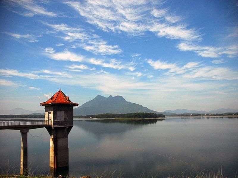 Chòi trên hồ nơi Bác Hồ đã ghé thăm