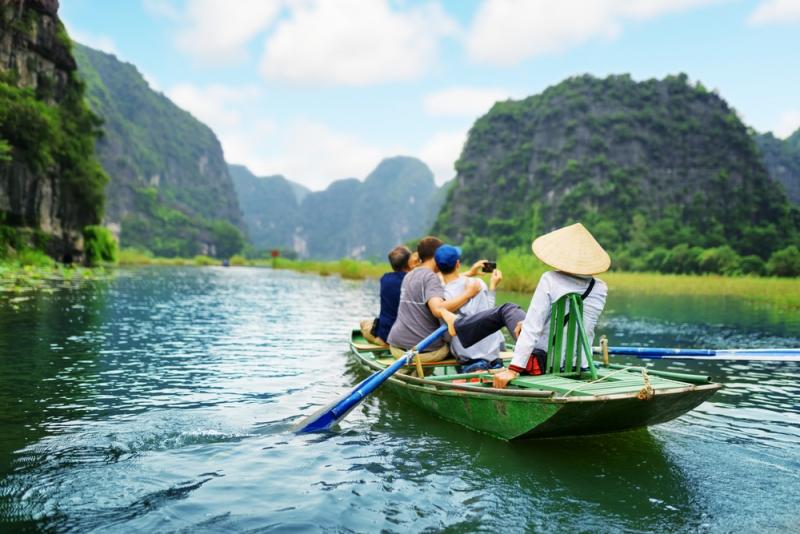 Một buổi chiều êm ái ngắm hoàng hôn trên sông, thưởng thức âm nhạc, ẩm thực và cảnh đẹp hai bên bờ quả là một khung cảnh đáng ao ước cho bất cứ người nào ham mê du lịch