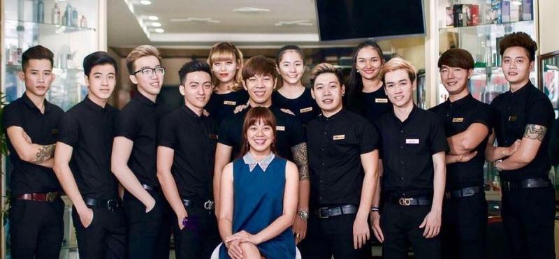 Đội ngũ nhân viên chuyên nghiệp tại Dũ Salon