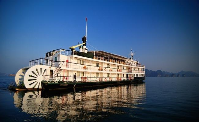 Con thuyền mang hình dáng tàu hơi nước cổ