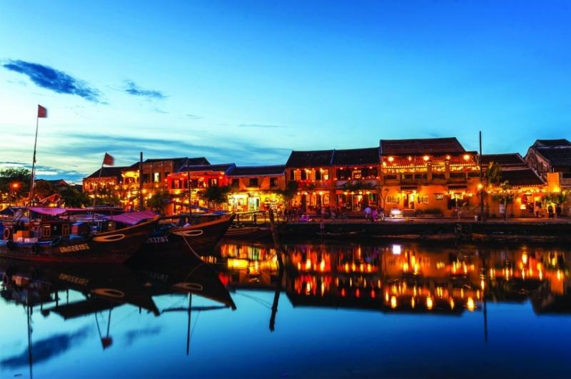 Du thuyền trên sông Hoài vào buổi tối là một trải nghiệm không thể bỏ qua