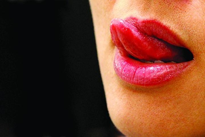 Hành động thè lưỡi được hiểu ở Dubai là một việc làm vô cùng bất lịch sự