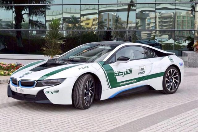 Siêu xe BMW i8 của cảnh sát Dubai