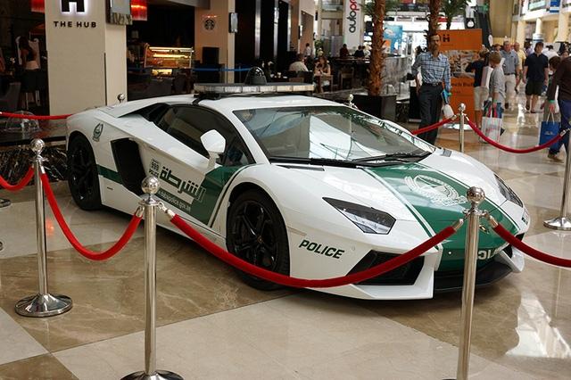 Lamborghini Aventador của cảnh sát Dubai