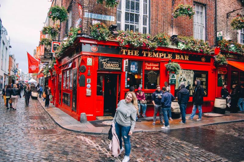 Ghé thăm một quán rượu là một trong mười việc mà bạn nên làm khi đến Dublin