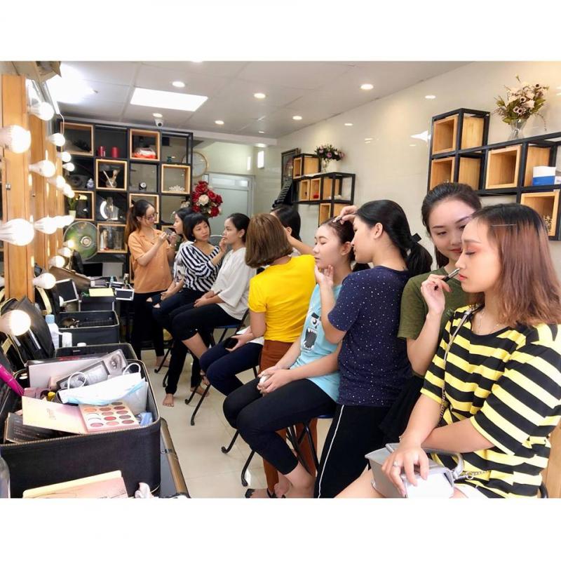 Đức Lộc Makeup Academy.