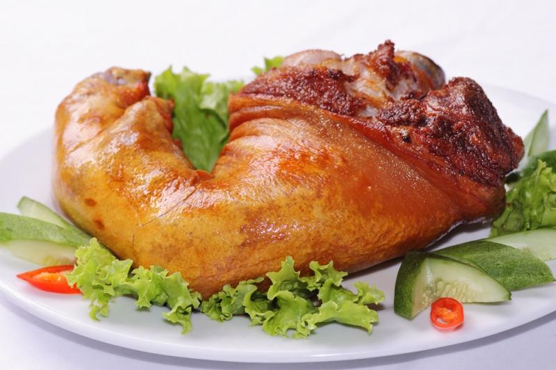 Miếng đùi lợn muối béo ngậy giúp buổi party Giáng sinh ngon miệng hơn