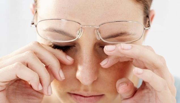 Dụi mắt làm viêm nhiễm giác mạc, kết mạc