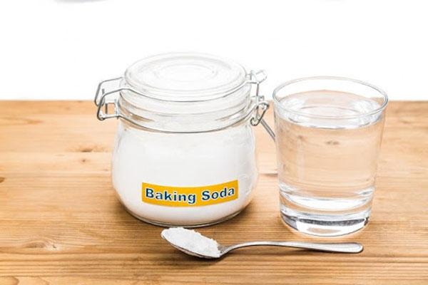 Dùng Baking Soda trộn với nước