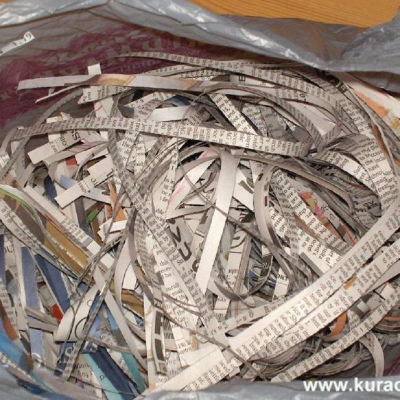Báo cũ giúp loại bỏ phần nào dầu mỡ bám trên đồ dùng