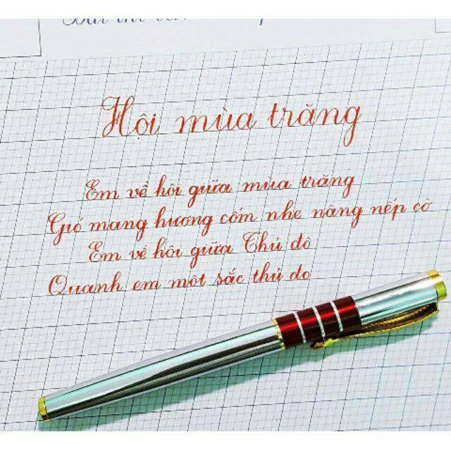 Viết chữ đẹp không thể thiếu bút, giấy và mực.