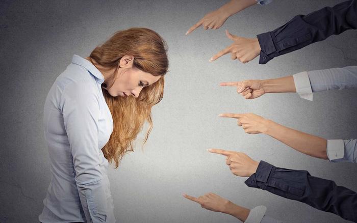 Đừng đánh giá người khác vội vàng