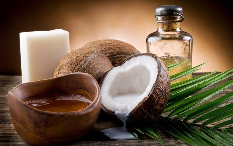 Dầu dừa chữa bệnh vảy nến khá hiệu quả do chúng chứa các axit béo sẽ giúp khôi phục độ ẩm cho làn da của bạn được tốt hơn