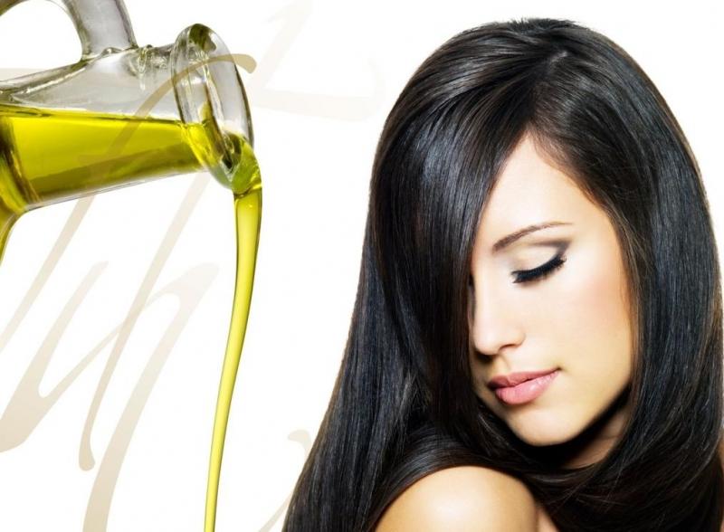 Dùng dầu dừa để  trị gàu và rụng tóc