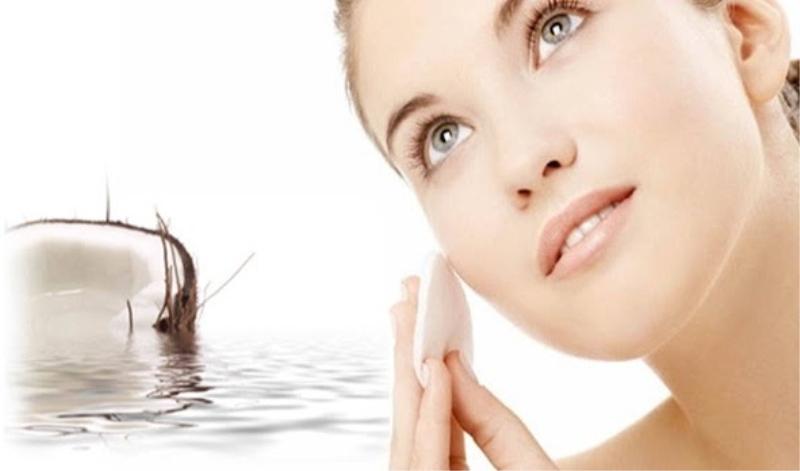 Dùng dầu dừa dưỡng thể cho da nhờn