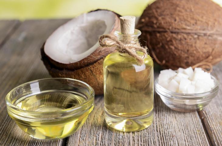 Sử dụng dầu dừa nguyên chất là tốt nhất