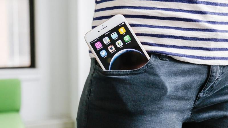 Để điện thoại trong túi quần