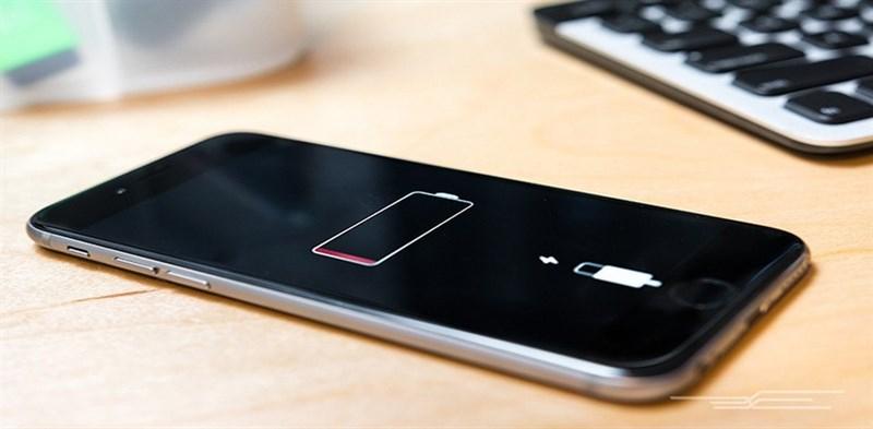 Hạn chế sử dụng điện thoại đến cạn pin, hãy sạc thiết bị bất cứ khi nào có thể