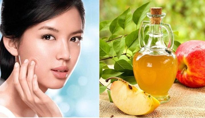 Giấm táo chứa nhiều vitamin A và C, hỗ trợ giữ ẩm cho da, cân bằng độ pH từ đó hạn chế da tiết dầu, trị thâm mụn hiệu quả.