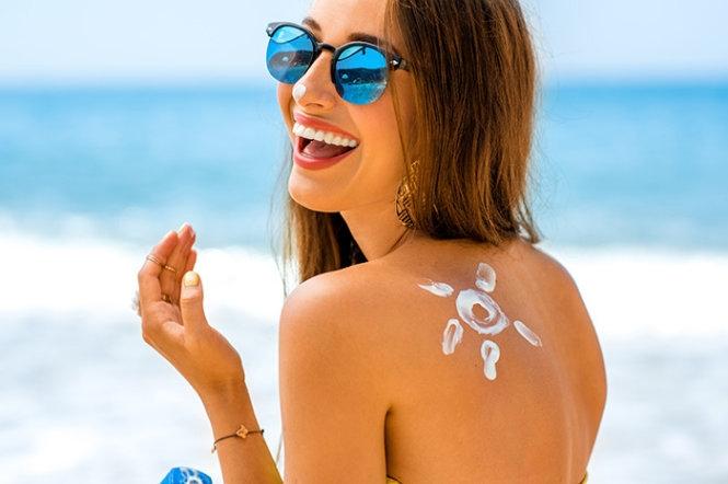 Kem chống nắng bảo vệ da trước ánh nắng hè gay gắt