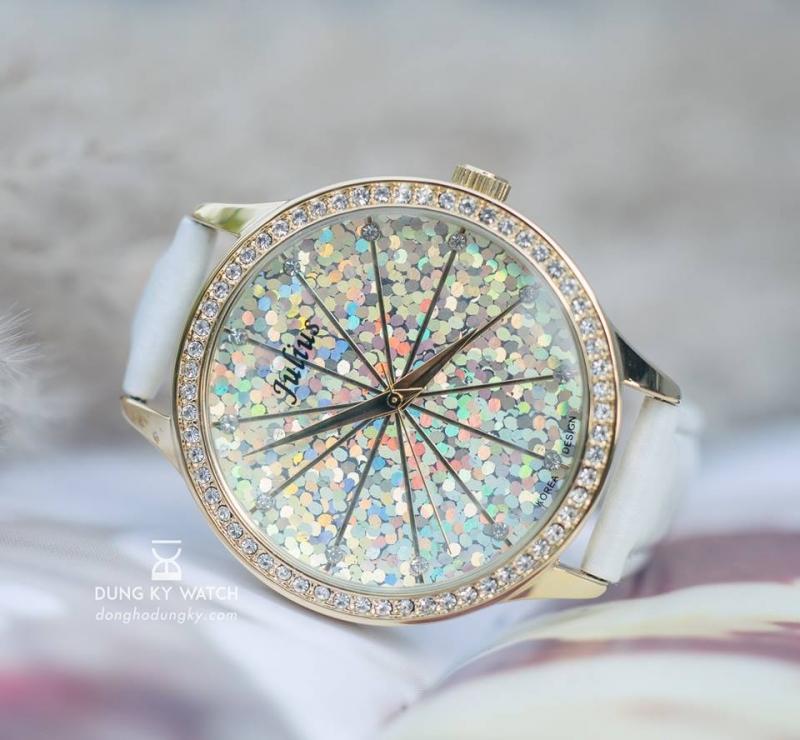 Đồng hồ nữ thu hút mọi ánh nhìn tại Dũng Kỳ
