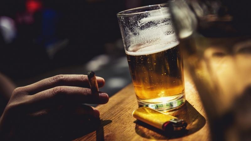 Đừng lao đầu vào rượu bia hay những mối quan hệ mới