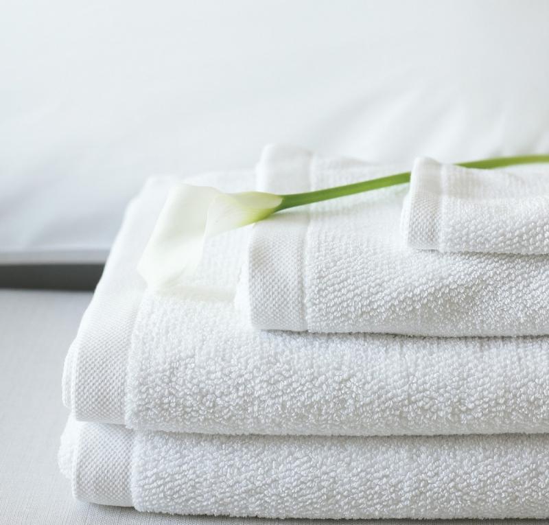 Dùng một khăn bông sạch