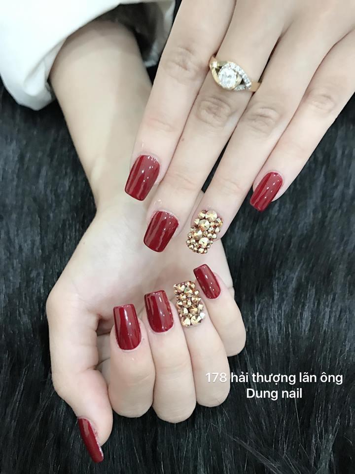 Dung Nail