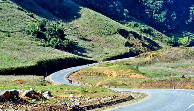 Hai bên đường lên Mộc Châu đều có thấy đồi núi hùng vĩ