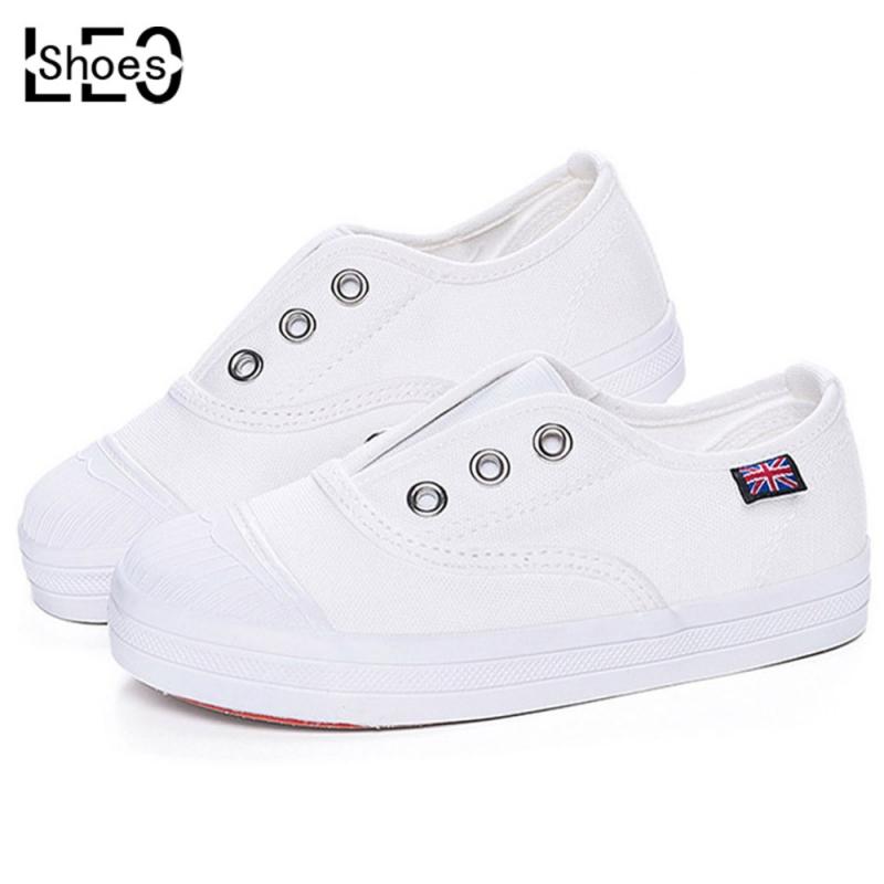 Dùng sơn móng tay trắng để chữa vết xước trên giày