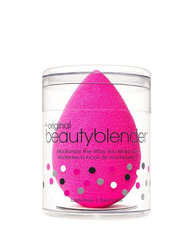 Beauty Blender không còn quá xa lạ với chị em phụ nữ, sản phẩm có giá khá cao: 21$ trên website, tương đương với 500.000 đồng