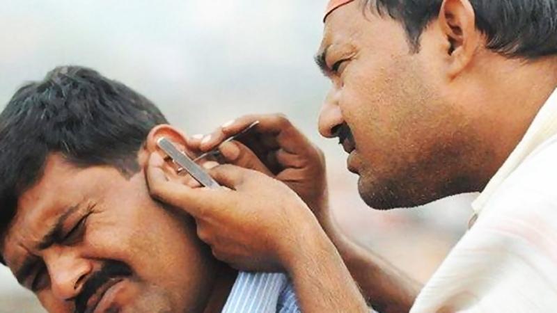 Dùng vật nhọn ngoáy tai làm tổn thương tai nghiêm trọng