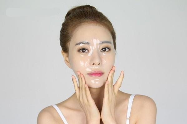 Đây được coi là bước chăm sóc quan trọng như quá trình làm sạch da để có được một làn da tươi tắn và khỏe mạnh