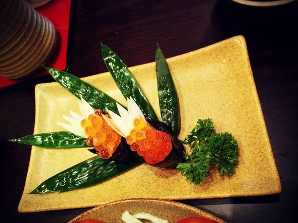 Món ăn được trang trí tinh tế cầu kỳ