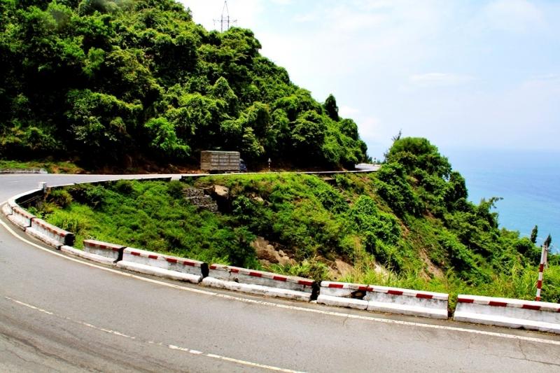 Đường đèo Hải Vân (nối liền Thừa Thiên Huế và Đà Nẵng)