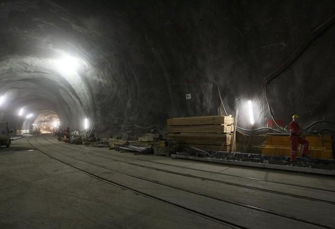 Đường hầm Trola