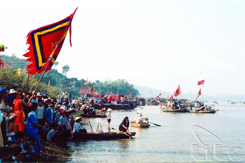 Lễ hội Đua thuyền vẫn được tổ chức hàng năm để tưởng nhớ chiến công Trần Hưng Đạo