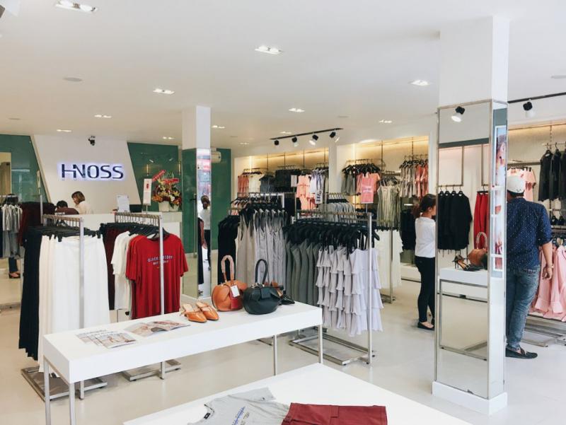 Chuỗi thương hiệu thời trang Hnoss trên đường Nguyễn Trãi