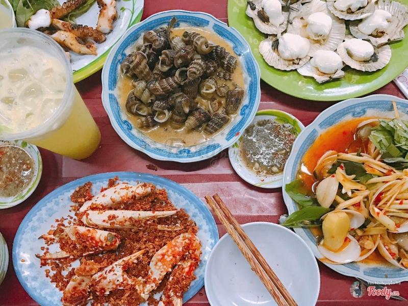 Quán ốc Oanh với nhiều món ăn hấp dẫn