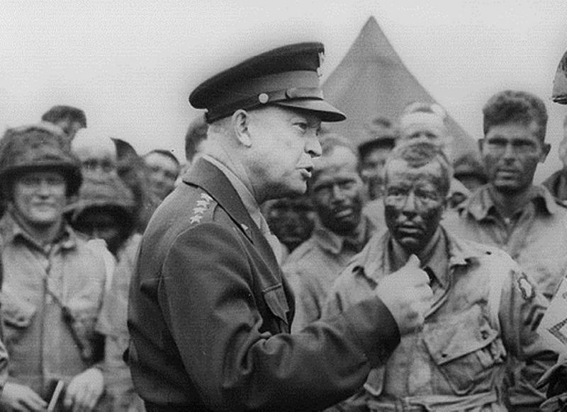 Tư lệnh Lực lượng Đồng minh Dwight Eisenhower